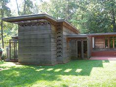 Frank Lloyd Wright. Usonian Style. 1939. Pope Leighey House. Woodlawn Plantation, Alexandria, Virginia