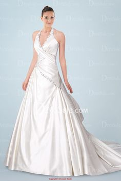 2013 New Fashion of Designer Ivory Wedding Gown with Glistening Sequin Detail and Classic Halter Necklineedding