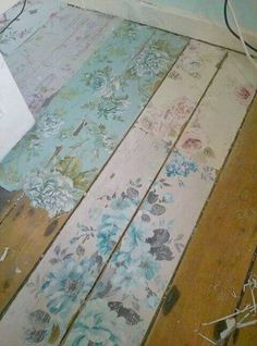 Create your own look with shabby chic flower floor boards www.moonlightbedr … – Shabby chic – Home Decor Shabby Chic Flur, Shabby Chic Hallway, Cottage Shabby Chic, Casas Shabby Chic, Shabby Chic Mode, Shabby Chic Vintage, Style Shabby Chic, Shabby Chic Bedrooms, Shabby Chic Furniture