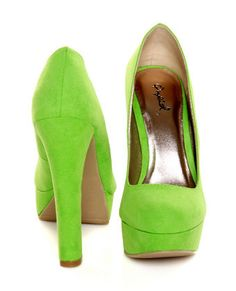 For a bright look that never misses the mark, go for the Qupid Marc 01 Lime Green Suede Platform Pumps! Lime Green Heels, Green Pumps, Teal Green, Shades Of Green, Green Shoes, Cute Shoes, Me Too Shoes, Very High Heels, Suede Platform Pumps