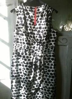 À vendre sur #vintedfrance ! http://www.vinted.fr/mode-femmes/robes-chics/37900065-robe-noir-et-blanche-com-neuve