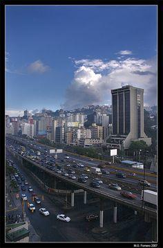 La autopista Francisco Fajardo, Caracas, Distrito Federal_ West Venezuela