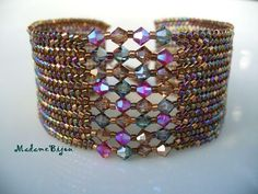 madame bijou: Another color. - madame bijou: Another color. Beaded Braclets, Beaded Bracelet Patterns, Seed Bead Bracelets, Jewelry Patterns, Beaded Jewelry, Jewelry Bracelets, Handmade Jewelry, Beaded Necklace, Swarovski