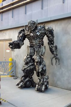 Megatron at Universal Studios promoting the Transformers Ride.. amazing costume!