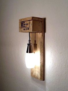 Möbel aus Paletten Möbel aus Paletten The post Möbel aus Paletten appeared first on Lampen ideen. Diy Luminaire, Diy Lampe, Pallet Furniture, Furniture Making, Furniture Ideas, Driftwood Furniture, Palette Diy, Wooden Pallets, Pallet Wood