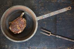 EYE CANDY. Platz 3 in der Kategorie Produktfoto: Inszenierung lokaler Fleischspezialität in einer GaultMillau prämierten Küche mit alten Utensilien aus dem traditionellen Familienbetrieb.