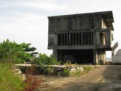 Abandoned building Utila, Honduras Honduras, Abandoned Buildings, Abandoned Places, Utila, Ruins, Derelict Places, Ruin