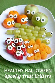 Frutas con ojos para Halloween y deja que los niños descubran la frutas de una manera diferentes.
