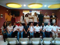 Foto de familia de los alumnos y profesores del taller cloud y los responsables del mismo.