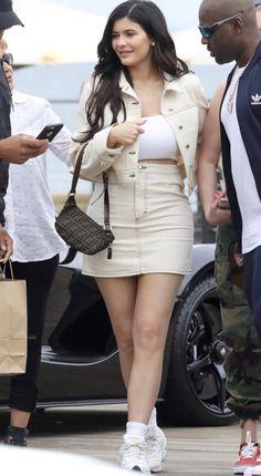 Kylie Jenner Mode, Denim Skirt, Mini Skirts, Fashion, White People, Colors, Moda, La Mode, Mini Skirt