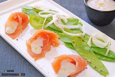 Salmón ahumado y tirabeques con la salsa de coco y wasabi