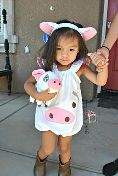 Ideas For Baby Girl Halloween Costumes Pig Diy Baby Costumes, Pig Costumes, Baby Girl Halloween Costumes, Family Costumes, Heihei Costume, Moana Costume Diy, Moana Halloween Costume, Toddler Girl Halloween, Halloween Kids