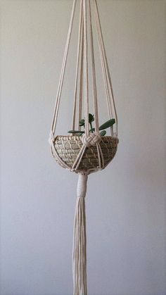 Most current Absolutely Free Macrame Plant Hanger free Thoughts makramee Diy Plant Hanger, Pot Hanger, Modern Macrame, Macrame Design, Diy Macrame, Macrame Knots, Micro Macrame, Macrame Plant Holder, Macrame Projects