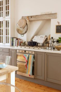 DESDE MY VENTANA: UNA COCINA BLANCA Y GRIS / GREY AND WHITE KITCHEN