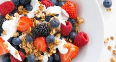 Granola, in a health fryer? Yep, you read right! Use your Halo+ to make homemade and the accompanying Berry Compote. Granola, Muesli, Dried Berries, Berry Compote, Fresco, Bowl Of Cereal, Brunch, Cooking Appliances, Breakfast