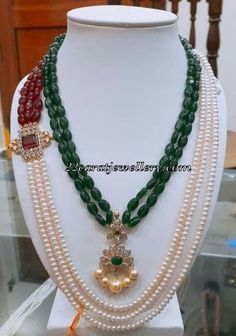 Pearls and Emerald Beads Side motif Beaded Jewelry Designs, Bead Jewellery, Jewelery, Emerald Jewelry, Gold Jewelry, Jewelry Accessories, Bridal Necklace Set, Indian Jewelry, Fashion Jewelry