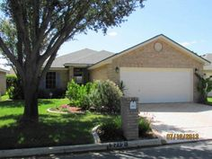 Lovely 3 bedroom 2 bath home situated in a par 3 9 hole golf course community clubhose and community pool. Home has mature trees landscaping and sprinkler system. Home has decorative ceilingsm tile to laminate flooring with a split bedroom floorplan.