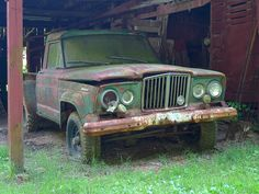 Jeep barn find love to have one of these. Jeep Cars, Jeep Truck, Vintage Jeep, Vintage Cars, Abandoned Cars, Abandoned Vehicles, Jeep Shop, Old Warrior, Willys Wagon