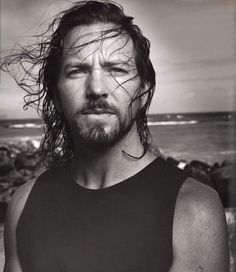 eye candy eddie vedder...if this man's voice could be described...omg!