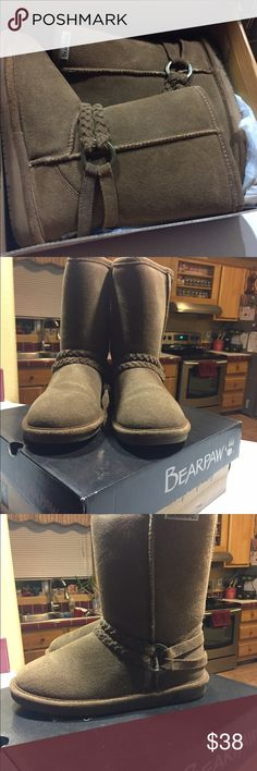 Bear paw boots size 6 Like new. Used one time. Size 6. Nothing wrong at all wth them. BearPaw Shoes Winter & Rain Boots