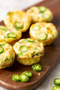 egg muffins Jalapeno Popper Egg Muffins: with just 15 minutes of your time, you get this high protein breakfast option can be made ahead for a quick tasty meal that is low carb and keto fr Healthy Breakfast Options, High Protein Breakfast, Sweet Breakfast, Breakfast Recipes, Breakfast Snacks, Potluck Recipes, Muffin Recipes, Zucchini Muffins, Bacon Egg Muffins