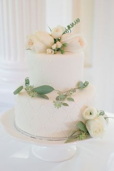Elegant cake: http://www.stylemepretty.com/canada-weddings/british-columbia/vancouver/2015/05/22/romantic-spring-garden-wedding/ | Photography: Christie Graham - http://www.christiegrahamphotography.com/