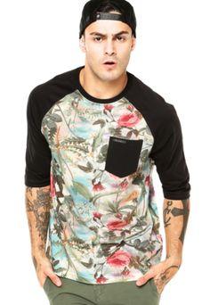 Camiseta Blunt Especial Raglan Floral Tie Dye Preta, com recorte floral e bolso frontal. Tem modelagem reta, mangas 3/4 e decote redondo.Confeccionada em malha 100% Algodão.Medidas: Manga: 55cm/ Tórax: 108cm/ Comprimento: 77cm/ Tamanho: M.Medidas do Modelo: Altura: 1,87cm / Tórax: 98cm / Manequim: 40