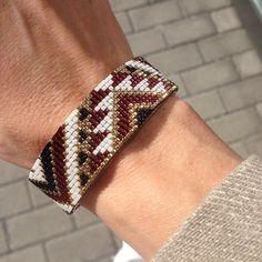 Zoom sur le bracelet du jour☀️ #braceletoftheday#OOTD#boho#bohochic#bohemian#jonc#bracelet#miyuki#manchette#strasbourg#faitmain#DIY Loom Bracelet Patterns, Bead Loom Bracelets, Bead Loom Patterns, Beading Patterns, Loom Beading, Projects To Try, Instagram Posts, Jewelry, Stud Earrings