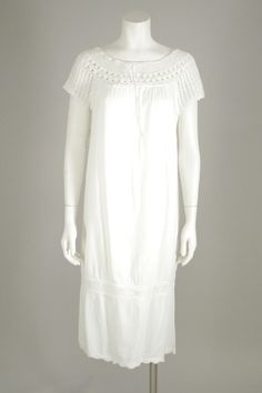 D018- 1960s White Embroidered Cotton Shift Dress