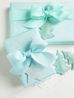 Ghirlanda di Popcorn: : Aquamarine tissue paper for our Xmas packages Gift Wrapping Bows, Creative Gift Wrapping, Christmas Gift Wrapping, Christmas Packages, Paper Wrapping, Aqua Christmas, Christmas Colors, Country Christmas, Christmas Christmas