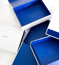 Kit and Ace creates technical apparel for professionals on the move. Custom Packaging Boxes, Tea Packaging, Pretty Packaging, Packaging Design, Branding Design, Clothing Packaging, Magic House, Red Art, Art And Architecture