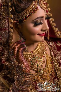 indian wedding photography ideas for posing Pakistani Bridal Makeup, Indian Wedding Makeup, Indian Wedding Bride, Indian Makeup, Arabic Makeup, Hindu Bride, Wedding Girl, Wedding Couples, Indian Beauty