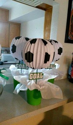 Adornos de mesa para fiesta de fútbol Soccer Birthday Parties, Football Birthday, Soccer Party, Sports Party, Birthday Party Themes, Soccer Baby Showers, Sports Centerpieces, Soccer Banquet, Football Crafts