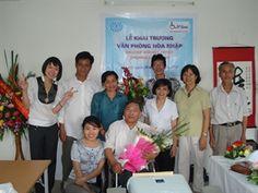 """05/09/13.Phan Bich Diêp sème l'espoir pour les handicapés du Viet-Nam. La revue """" Nang Xuân """" (Soleil printanier) et son édition numérique sur Internet éditée par l'Association des handicapés de Hanoi sont devenues depuis longtemps un met spirituel pour bon nombre d'handicapés de la capitale, les encourageant au quotidien. LIRE SUR Phan Bich Diêp sème l'espoir pour les handicapés"""