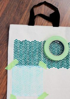 Stenciled Tote - Take a small-print repeating stencil and your design with fabric paint. Easy Diy Crafts, Cute Crafts, Diy Craft Projects, Sewing Projects, Sewing Ideas, Diy Tote Bag, Diy Bags, Tote Bags, Girls Night Crafts