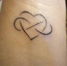 Coeur infini, amour infini, tattoo poignet discret