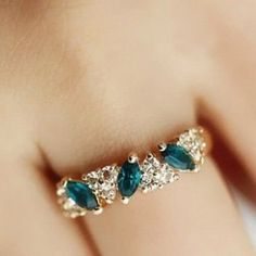 Anel de cristal Azul beijo liga de zinco verde para mulheres.