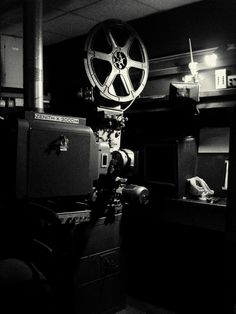 El Acorazado Cinéfilo - Le Cuirassé Cinéphile: Cine: ¡35 mm. por favor! -  Andrés Mauricio Aros A...