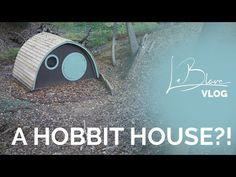 Wooden Hobbit Hole Garden Room or Summer House Backyard Cabana, Backyard Camping, Backyard For Kids, Hobbit Hole, The Hobbit, Natural Building, Green Building, Iron Front Door, Sheltered Housing