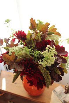 Yumi Saito Paris Diplôme yspd 7回目を終わりました。パリで活躍されているトップフローリスト斎藤由美さんのディプロマを勉強させていただいています。毎回 シャンペトルブーケ、コンポジション、ブーケドマリエという3つ Nature, Succulents, Plants, Naturaleza, Succulent Plants, Plant, Nature Illustration, Off Grid, Planets