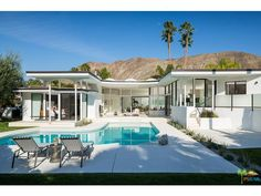 My kind of backyard - totally mid century modern. 1444 E Murray Canyon Drive, Palm Springs, Palm Springs Real Estate, Palm Springs Mid Century Modern, Palm Springs California, Vintage Architecture, Los Angeles Homes, Real Estate Houses, Mid Century House, Spring Home, Residential Architecture