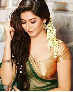 Indian Women in Beautiful Sarees and Blouses South Indian Actress, Beautiful Indian Actress, Beautiful Actresses, India Beauty, Asian Beauty, Indian Face, Bollywood, Indian Beauty Saree, Beautiful Saree