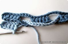Scuola di Uncinetto: tutorial del Punto Onda (Wave Stitch)....... Interesting !  complete pictorial : http://www.4blog.info/school/2013/scuola-di-uncinetto-tutorial-del-punto-onda-wave-stitch/........... Alternating 5 ch, 5 hdc.....
