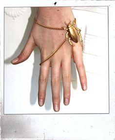 beetle bracelet Insect Jewelry, Hand Jewelry, Body Jewellery, Jewelry Art, Fashion Jewelry, Snake Jewelry, Animal Jewelry, Jewelry Crafts, Fashion Accessories