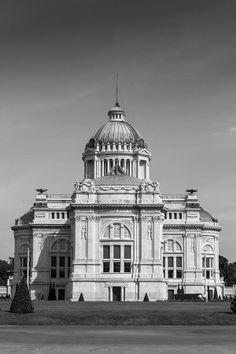 """""""พระที่นั่งอนันตสมาคม"""" ออกแบบโดย มาริโอ ตามานโญ พ.ศ. 2456 / """"Ananda Samakhom Throne Hall"""" Designed by Mario Tamagno Since 1913 #SCG #SCG100years #Architecture #Thailand"""