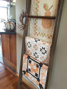 Display Your Quilts on a DIY Quilt Ladder – Quilting Digest - Modern Quilting Projects, Quilting Designs, Quilting Tips, Sewing Projects, Sewing Ideas, Quilt Ladder, Blanket Ladder, Orange Quilt, Quilt Display
