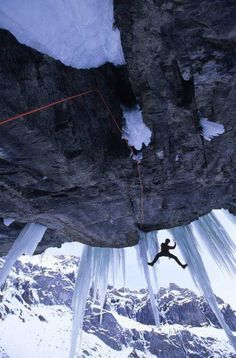 Dry tooling to precarious hanging icicles