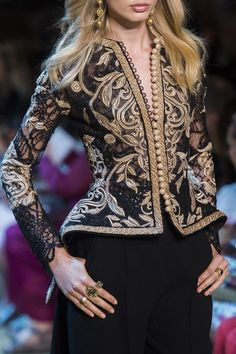 Find tips and tricks, amazing ideas for Elie saab. Discover and try out new things about Elie saab site Daily Fashion, Look Fashion, Fashion Details, High Fashion, Fashion Outfits, Fashion Design, Style Couture, Couture Fashion, Runway Fashion