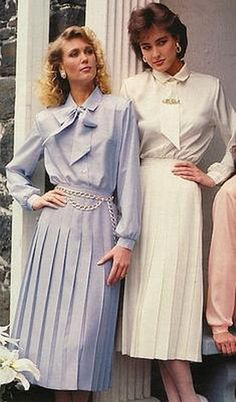 Feminine modesty at its best! 1980s Fashion Trends, Fashion In, Retro Fashion, Vintage Fashion, Fashion Outfits, Motif Vintage, Vintage Mode, Vintage Skirt, Vintage Outfits