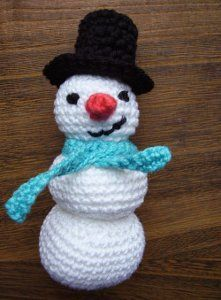 Amigurumi Snowman Toy - so many different free crochet patterns on here!